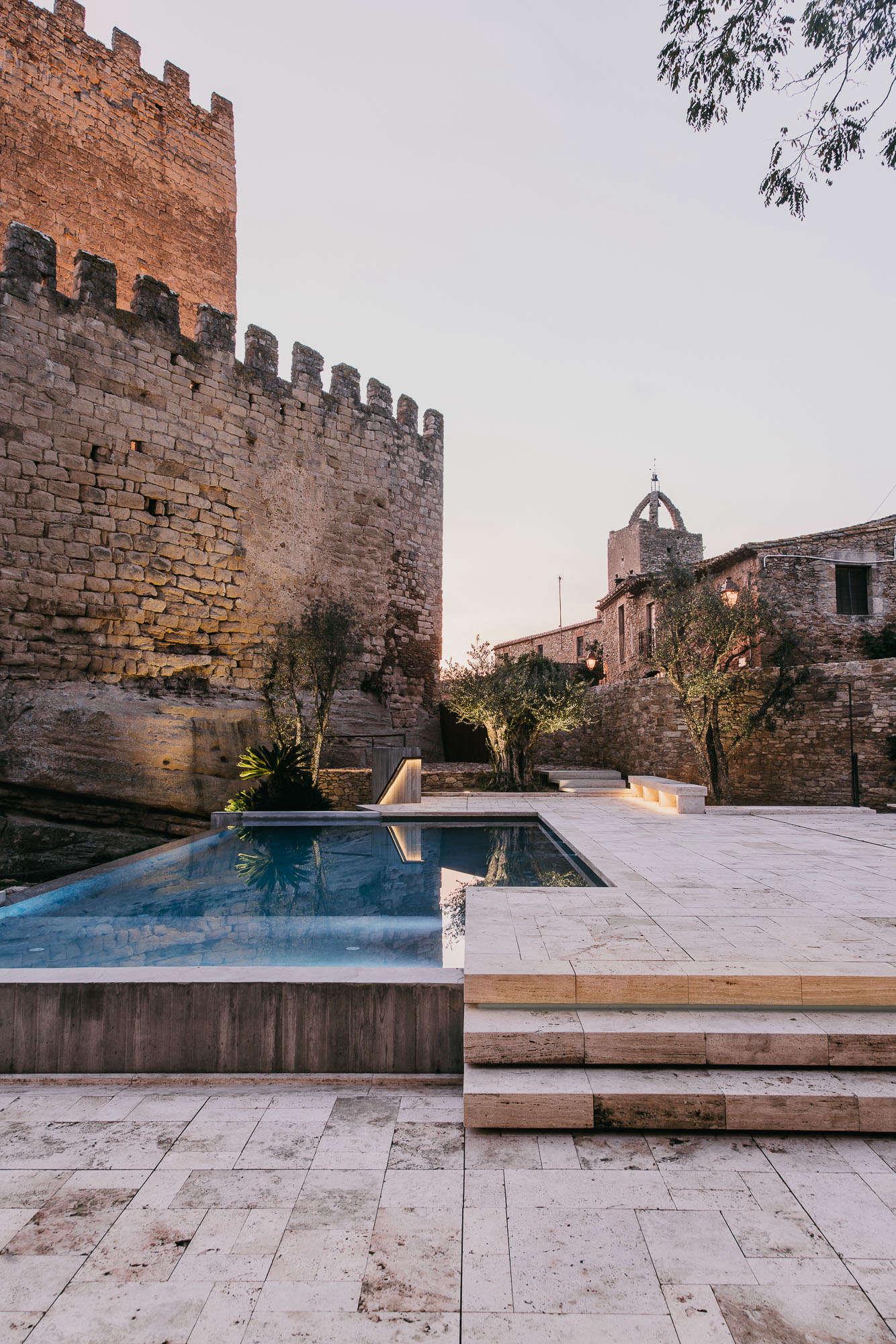 Castell-de-peratallada-pool-gardenista-13
