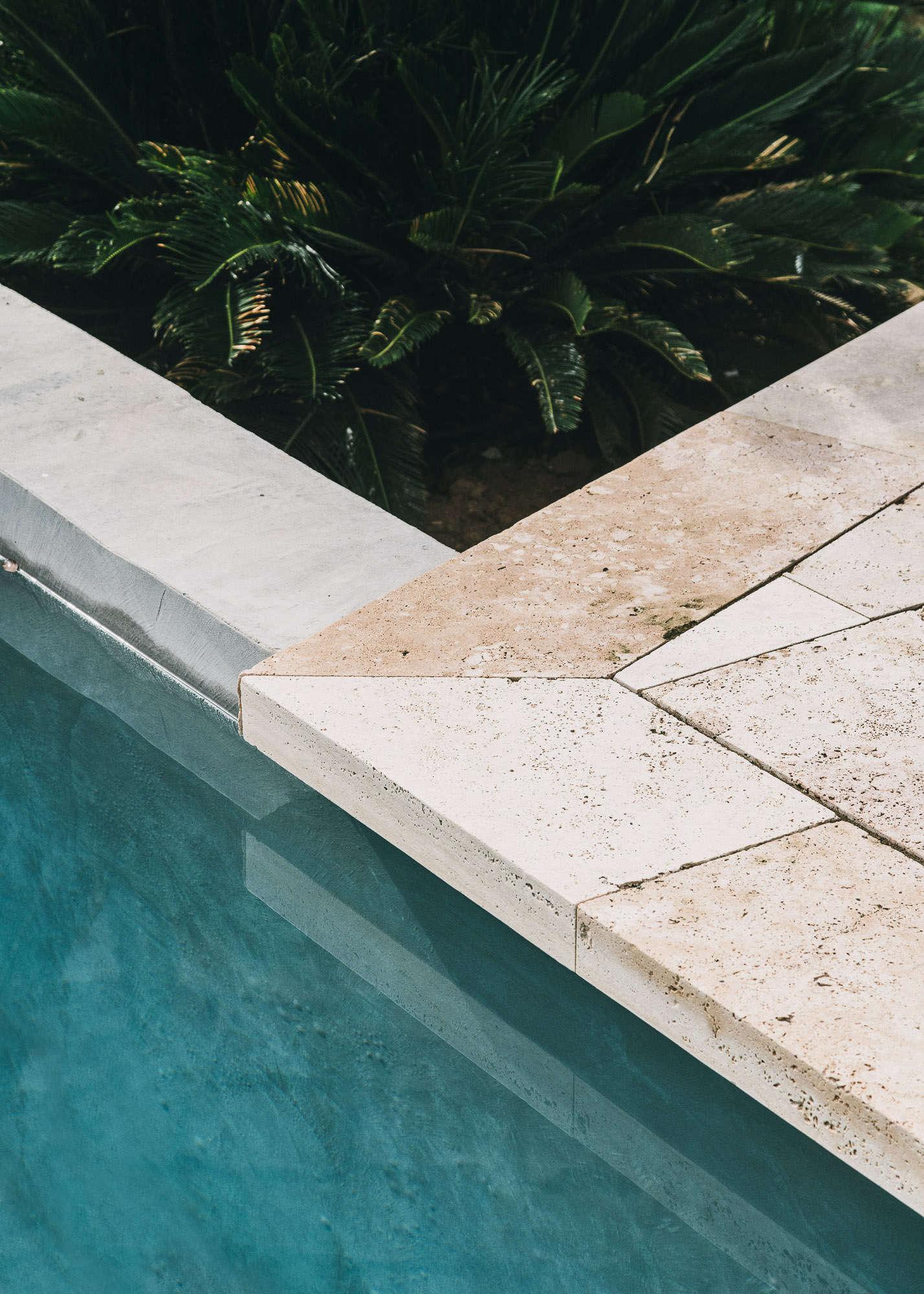 Castell-de-peratallada-pool-gardenista-5