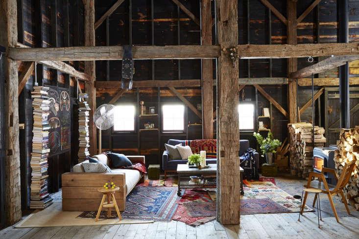 barliswedlick-barn-interior-exposed-wood-beams-gardenista