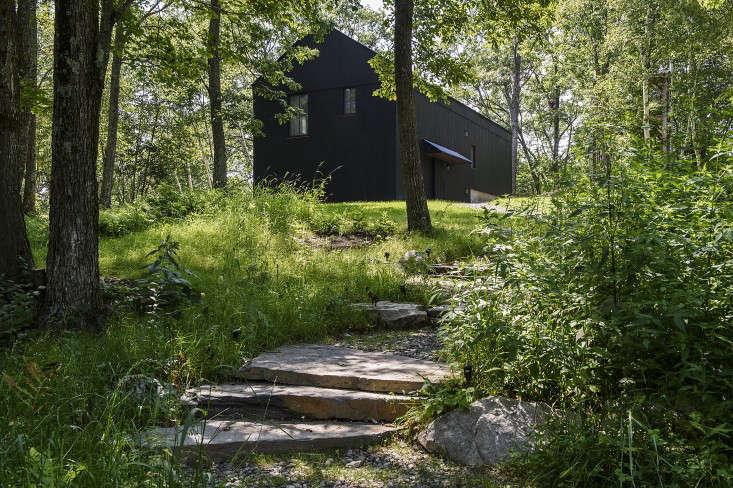 barliswedlick-passive-house-gray-path-stone-woodlands-gardenista