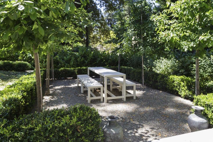 A gravel patio in architect Barbara Chambers&#8\2\17;s garden in Mill Valley, California. Photograph by Nicole Franzen for Gardenista.