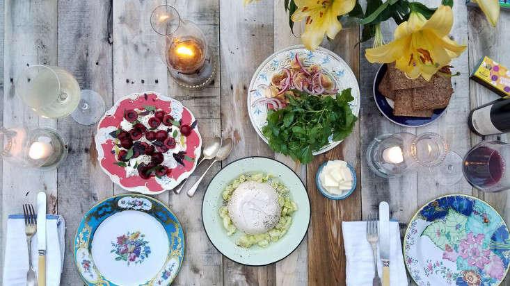 cherry_caprese_supper_tablesape_votive_candles_marieviljoen_gardenista