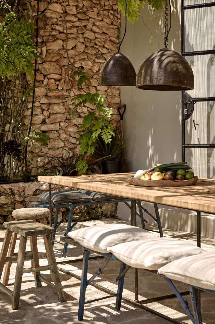 hotel-La-Granja-ibiza-outdoor-dining-lanterns-stone-wall-gardenista