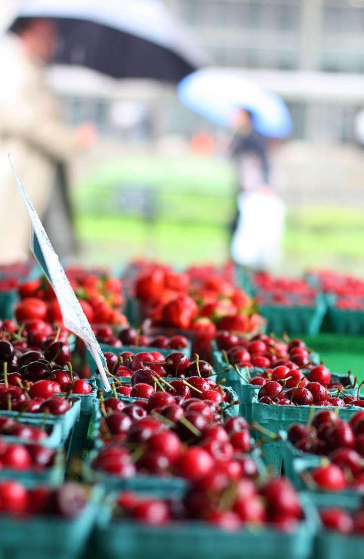 market_cherries_marieviljoen-gardenista