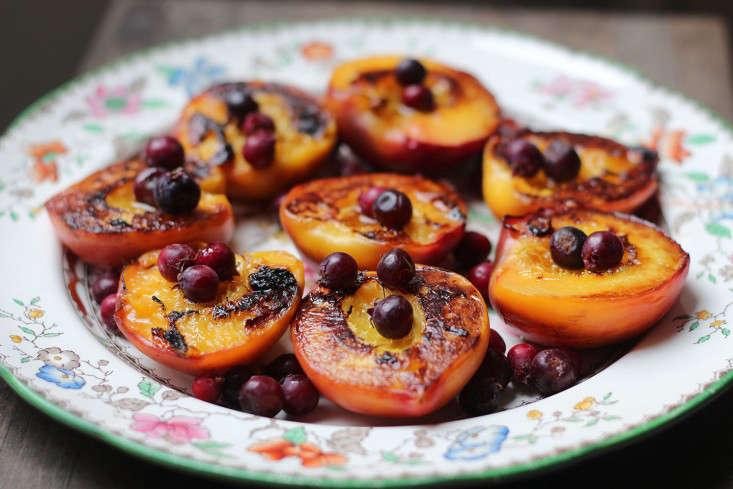peaches_grilledpeaches_marieviljoen_gardenista