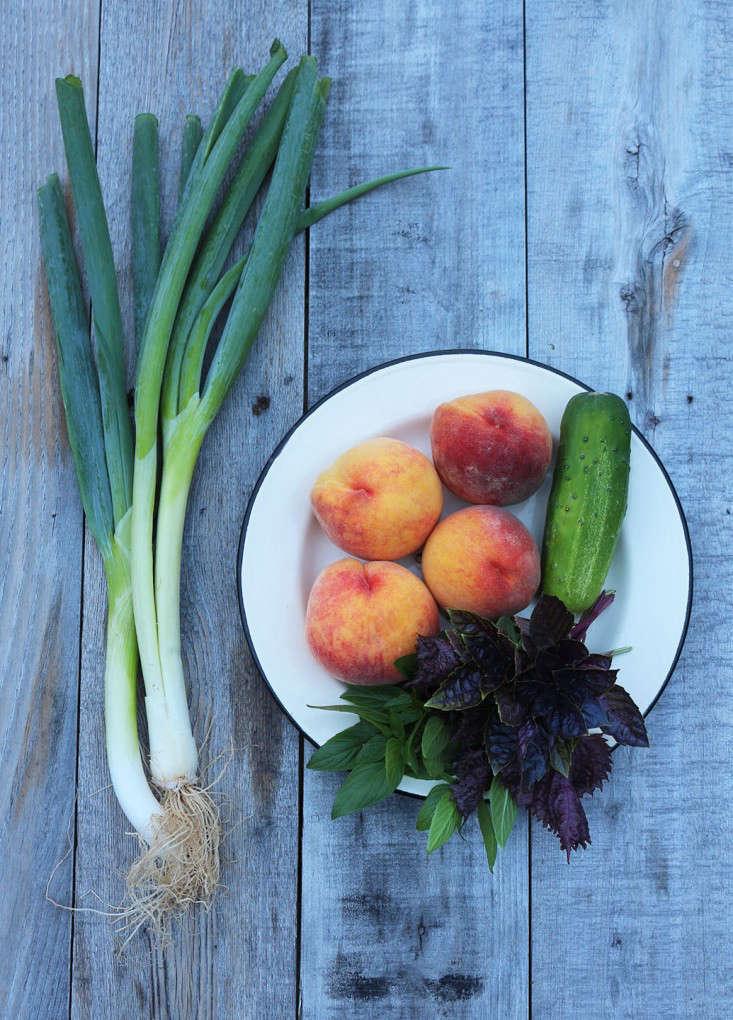 peaches_peachsalad_marieviljoen_gardenista