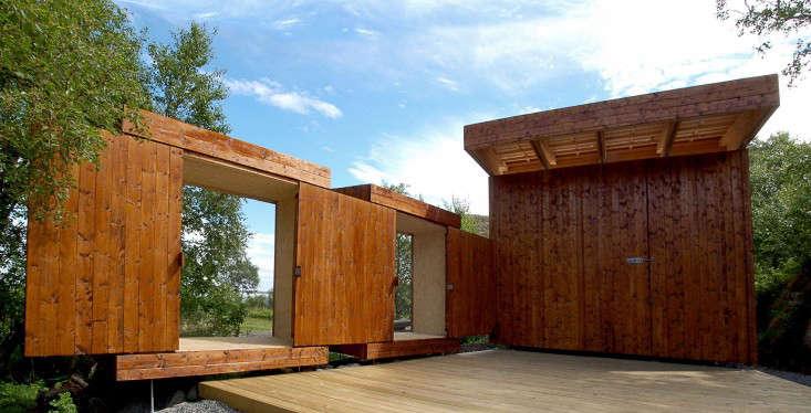 wooden-shed-norway-rever-drage-sliding-doors-deck-gardenista