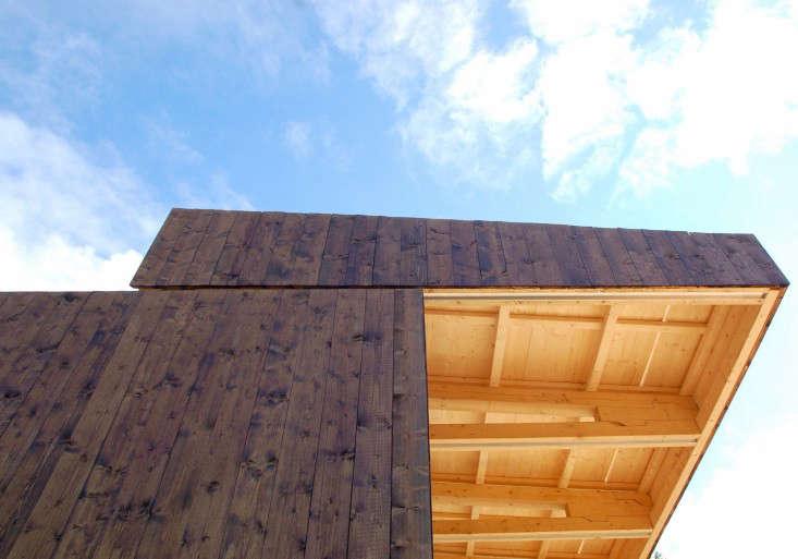 wooden-shed-sliding-roof-panel-gardenista