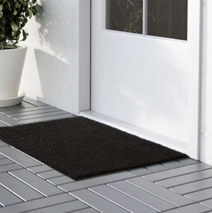 Ikea_OPLEV_doormat_gardenista_10_easy_pieces