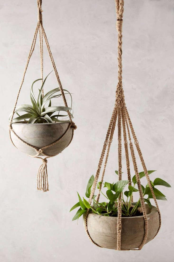 anthropologie-macrame-planter-gardenista