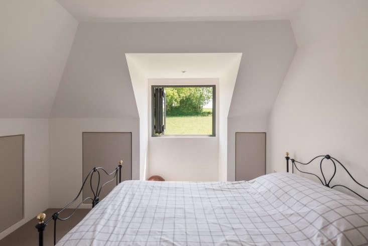 barker-shorten-east-sussex-bedroom-themodernhouse-gardenista