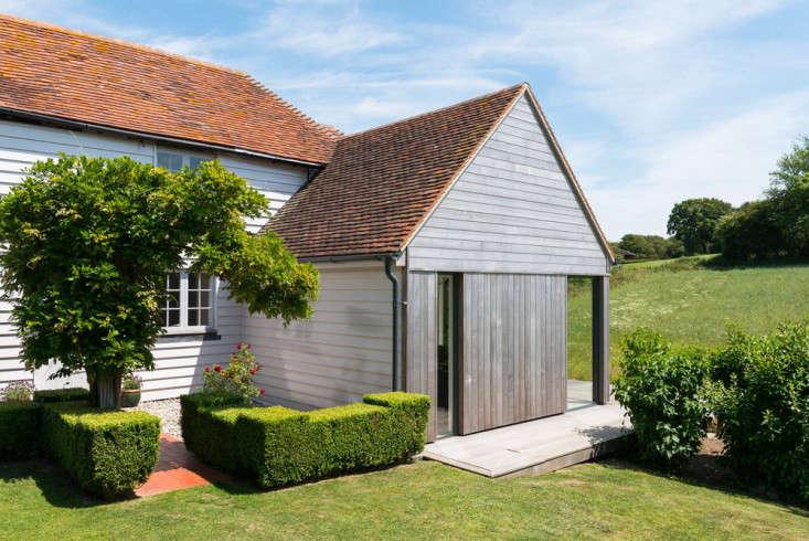 barker-shorten-east-sussex-roof-line-themodernhouse-gardenista