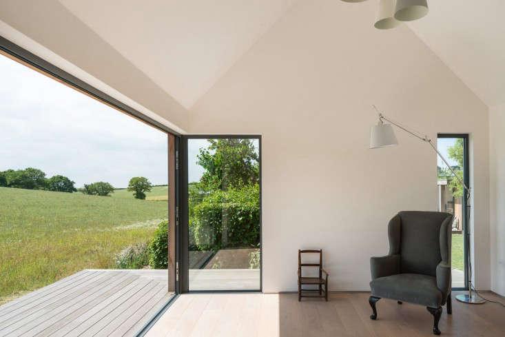 barker-shorten-east-sussex-wood-deck-themodernhouse-gardenista
