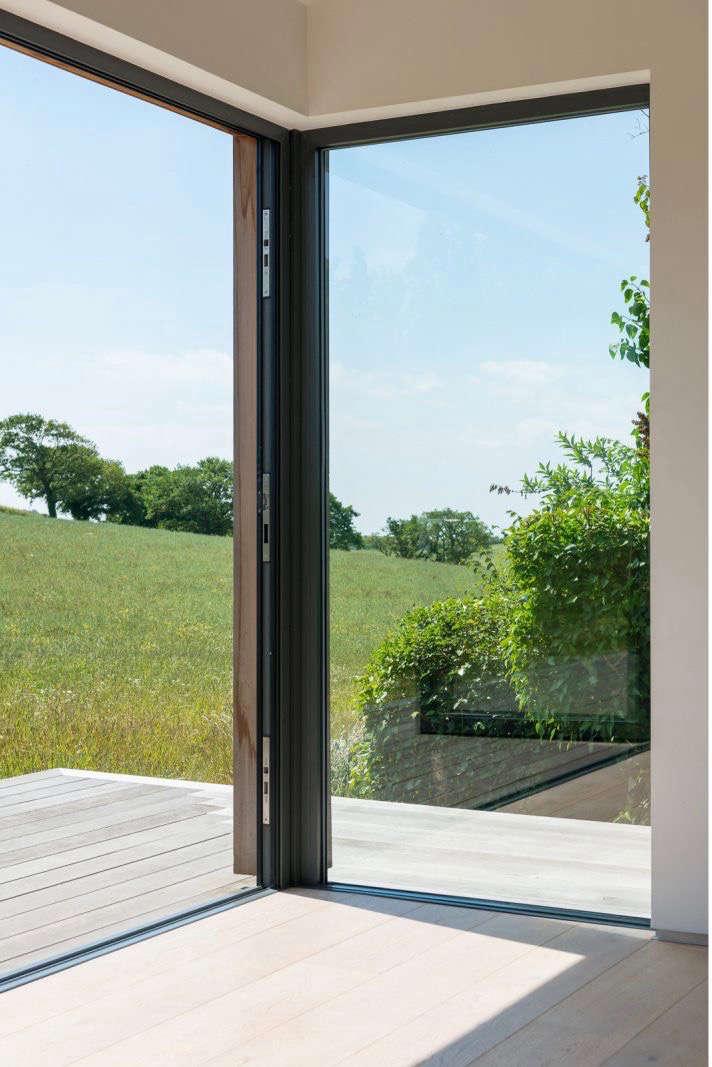 barker-shorten-east-sussex-wood-deck-windows-themodernhouse-gardenista (1)