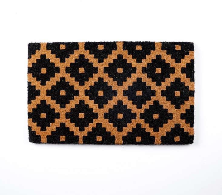 black-patterned-doormat-gardenista