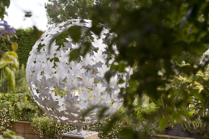 darsham_nurseries_sphere_sculpture_kevin_foord_gardenista_KF11493