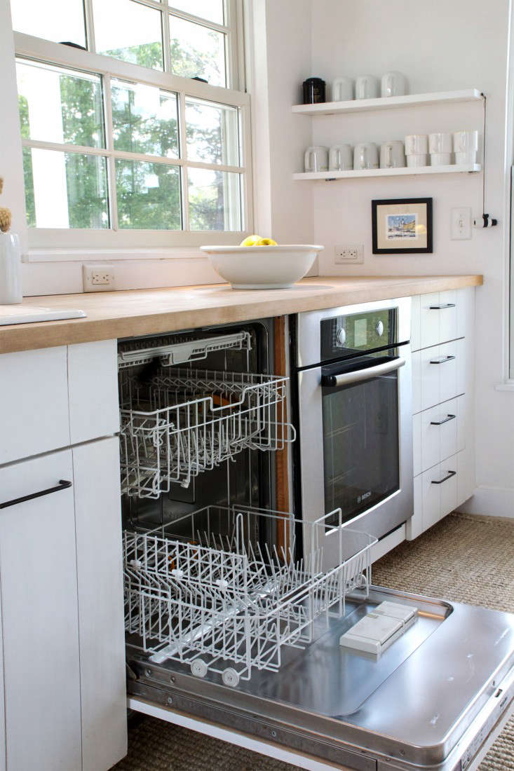 how-to-clean-a-dishwasher-justine-hand-step-13-remodelista