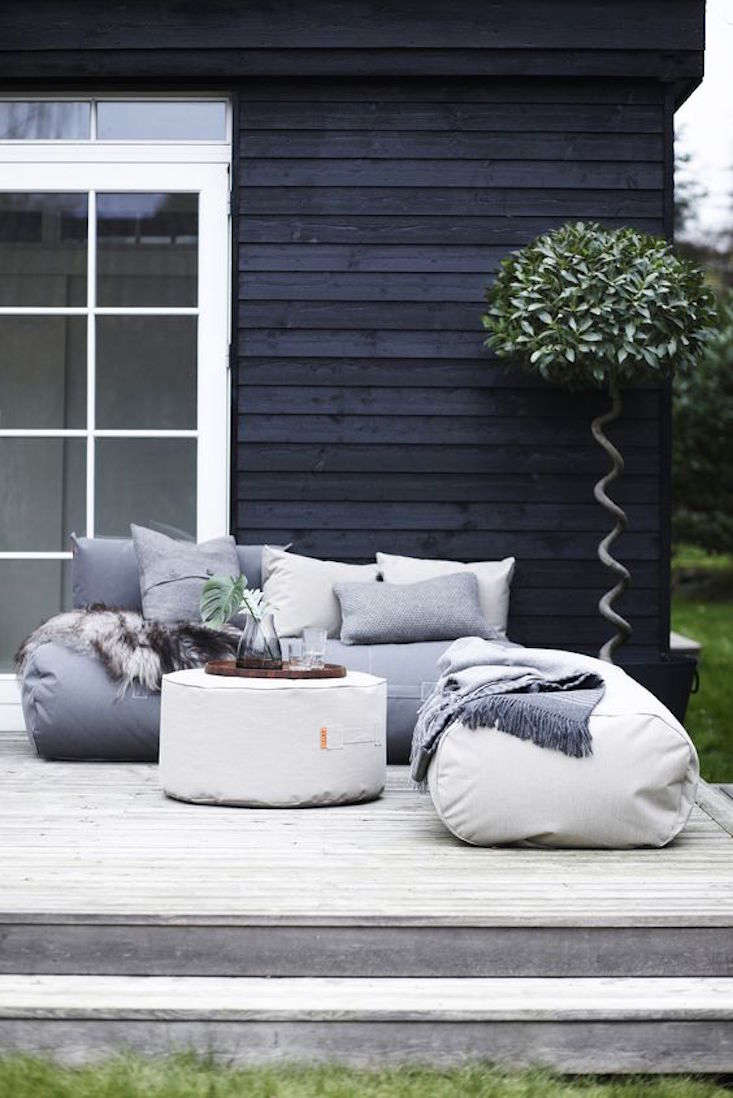 trimm-canvas-beanbag-rocket-daybed-1-gardenista