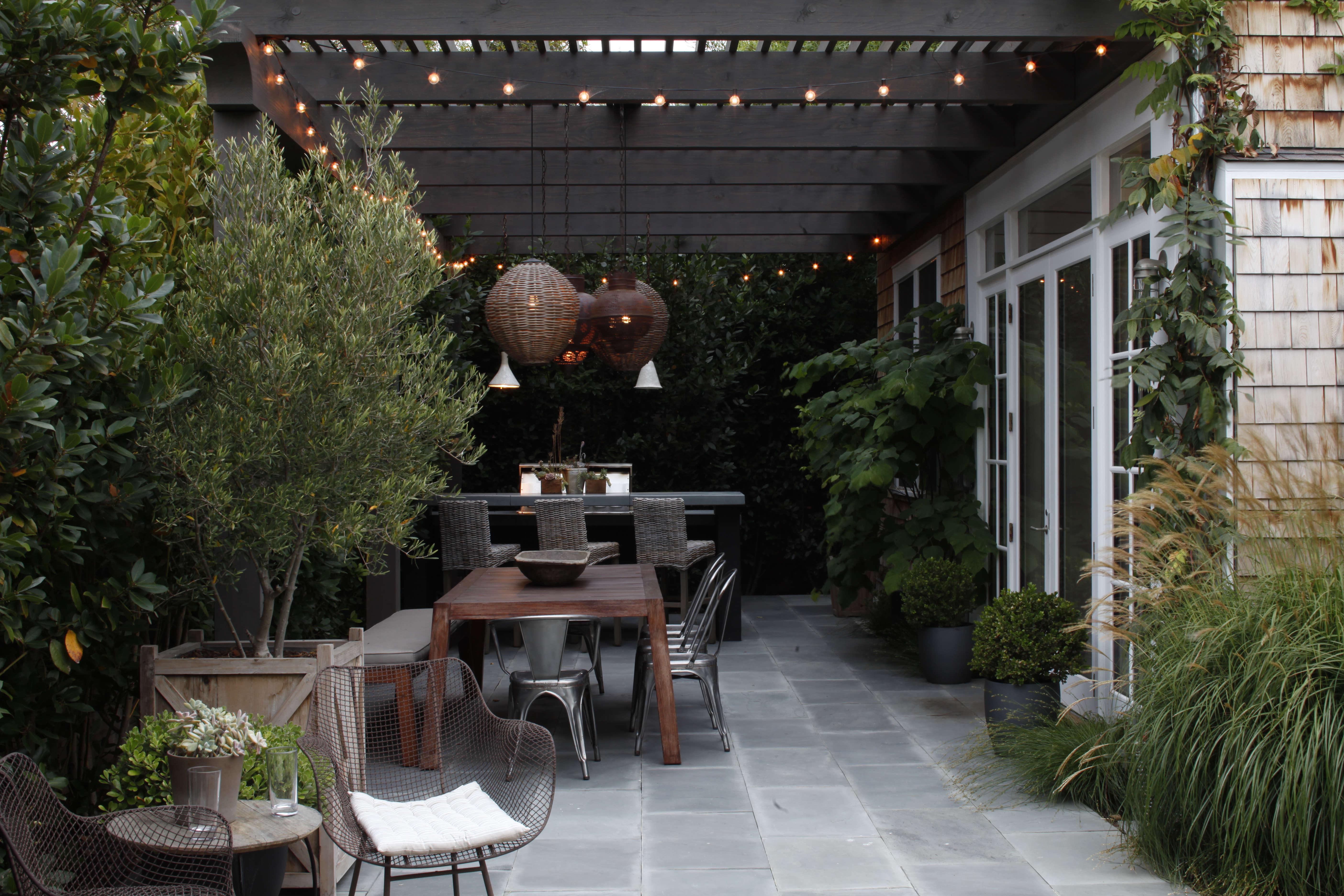 Mark-Tessier-pacific-palisades-garden-bluestone-pavers-pergola-dining