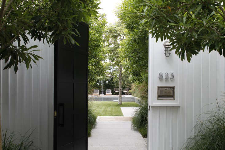 Mark-Tessier-pacific-palisades-garden-gate-fence-house-numbers