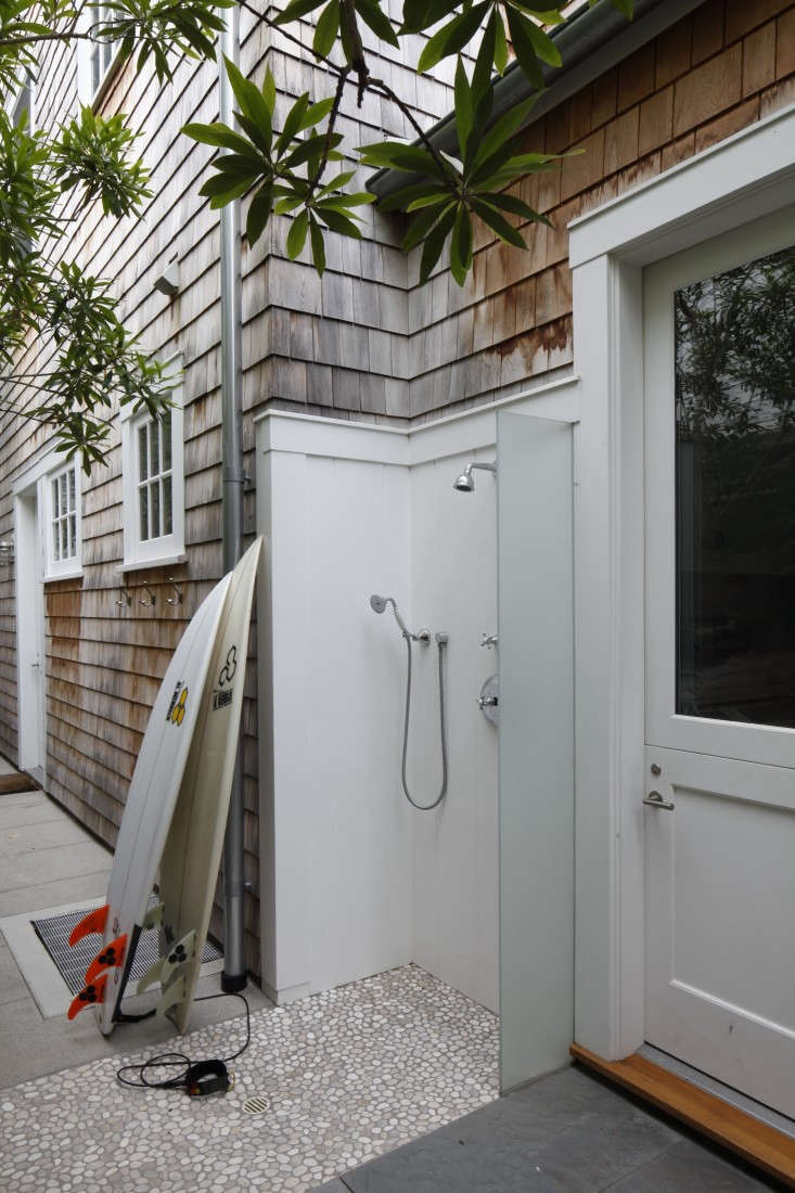 In Pacific Palisades in LA, landscape architect Mark Tessier installed an outdoor shower large enough to accommodate his client&#8