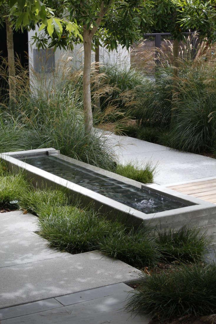 Mark-Tessier-pacific-palisades-garden-poured-concrete-fountain-path-pavers