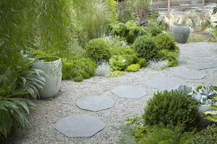 &#8\2\20;Greens imply there&#8\2\17;s water, but the reality is that this is a low-water garden,&#8\2\2\1; says Grubb. A longtime advocate for wise water usage, Grubb cut her design teeth in water-restricted Texas. &#8\2\20;Any responsible gardener is thinking long and hard about how much water their garden is using,&#8\2\2\1; she says.