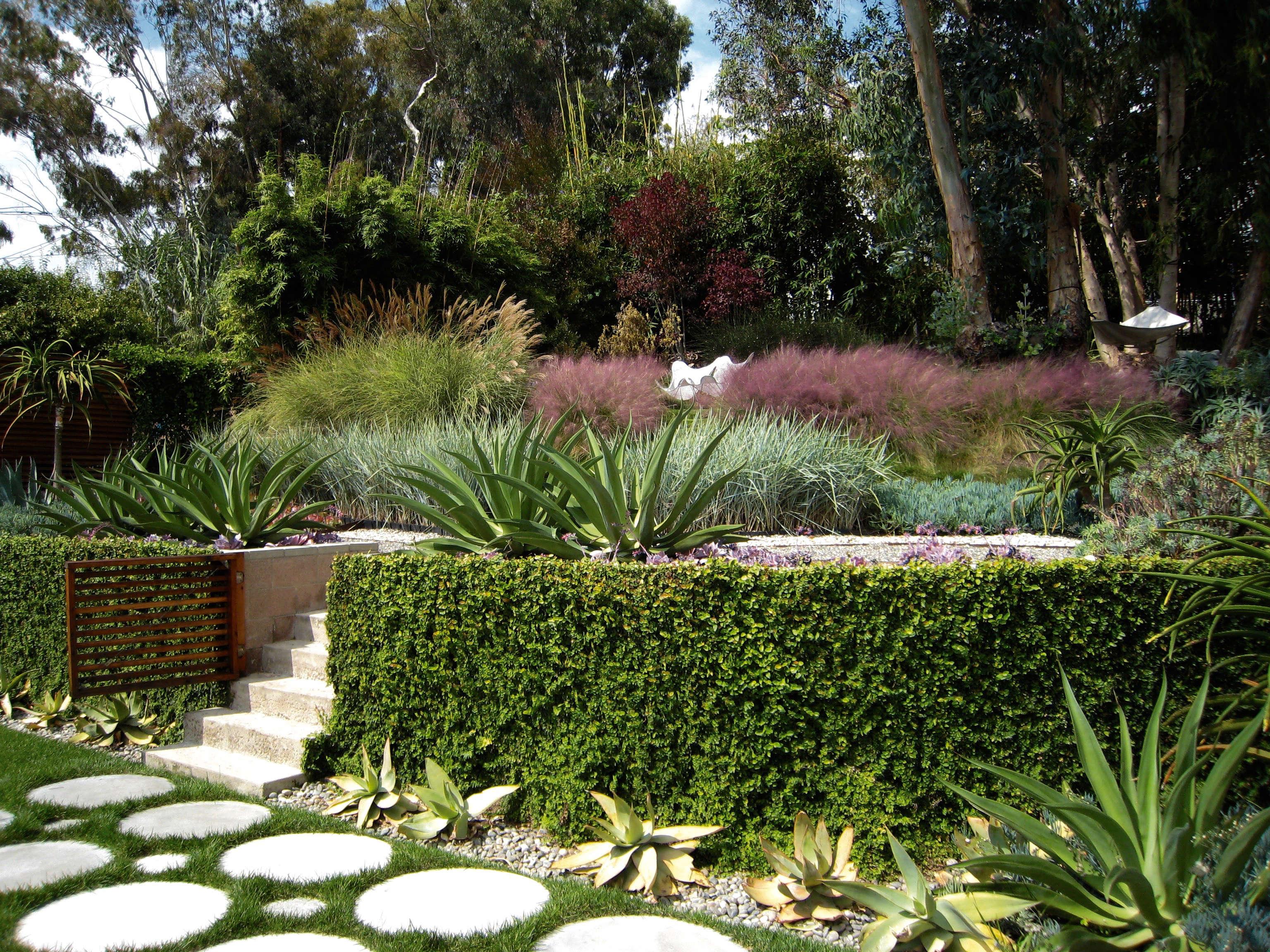 griffin-enright-round-concrete-pavers-path-gardenista