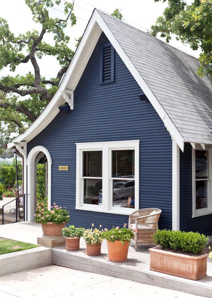 josephine-house-michael-muller-blue-paint-facade-42