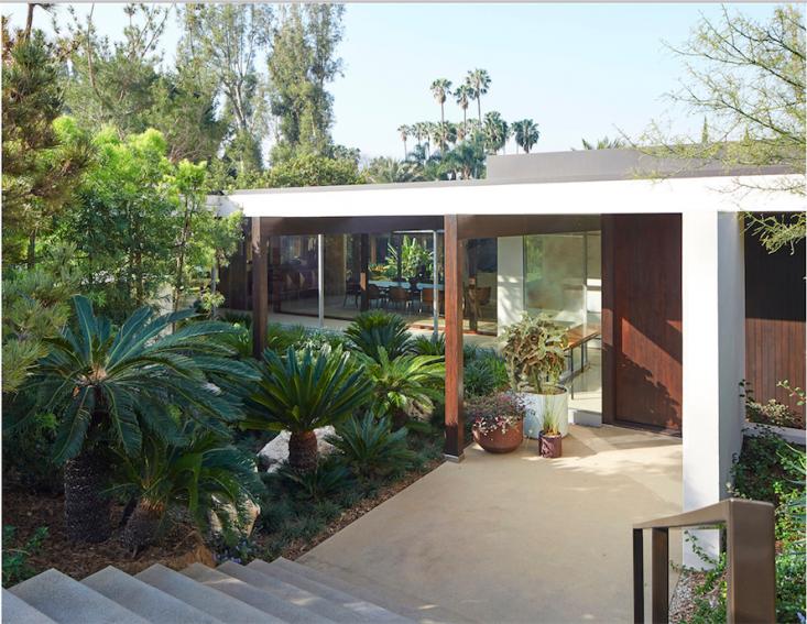 kronish_house_entry__neutra_asla_marmol-radziner_gardenista