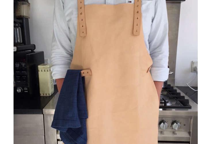mo-denmark-leather-sommelier-apron