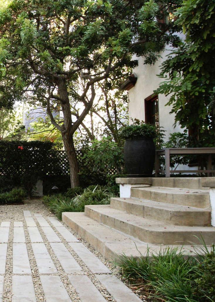 poured-in-place-concrete-stoop-hancock-park-naomi-sanders (1)