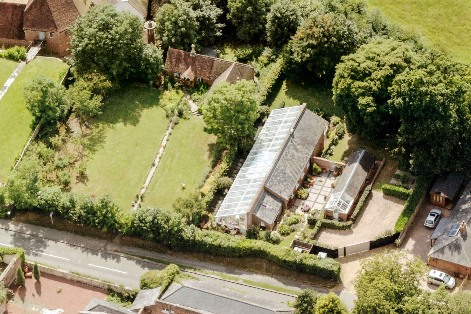 greenhouse-conversion-kent-themodernhouse-aerial-view-3