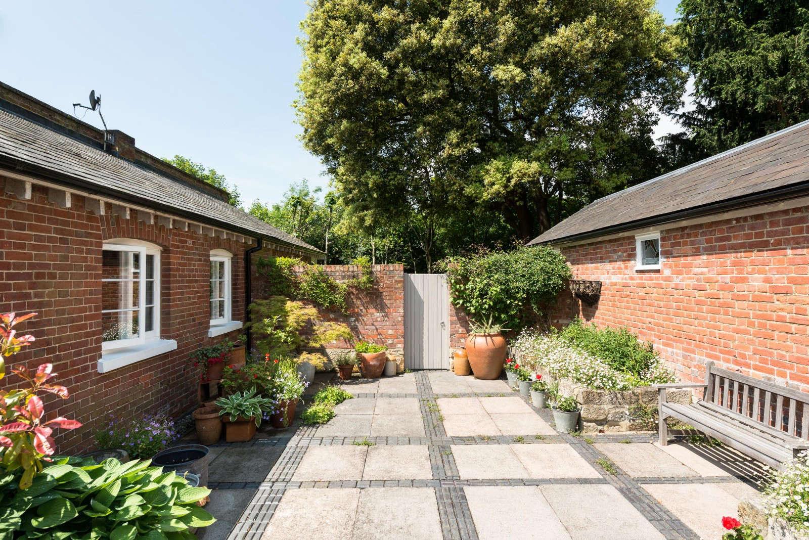 greenhouse-conversion-kent-themodernhouse-patio-brick-7