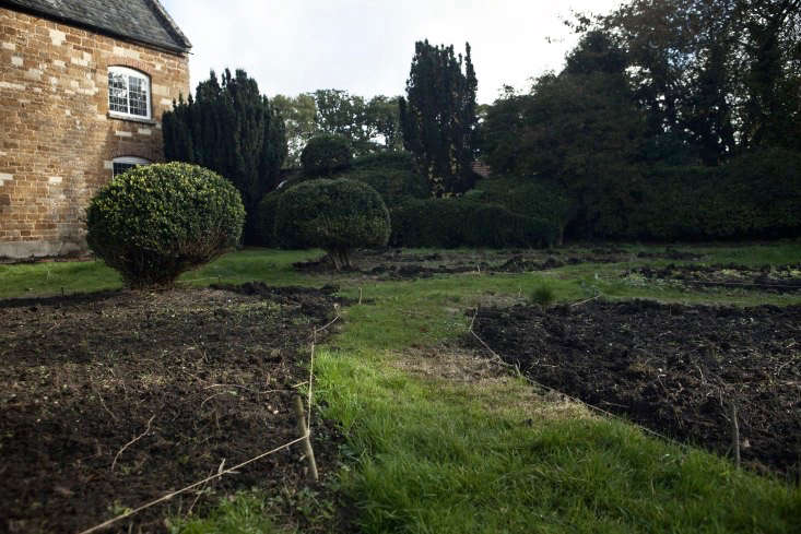 nancy-lancaster-garden-northamptonshire-parterre-edging-jim-powell