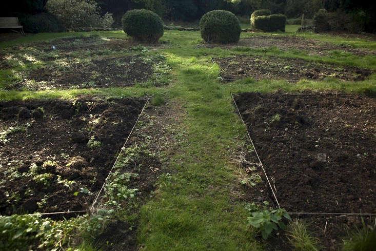 nancy-lancaster-garden-northamptonshire-parterre-layout-garden-design-jim-powell