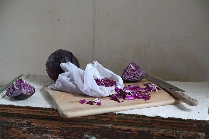 diy-natural-dye-red-cabbage-tablecloth-justine-hand
