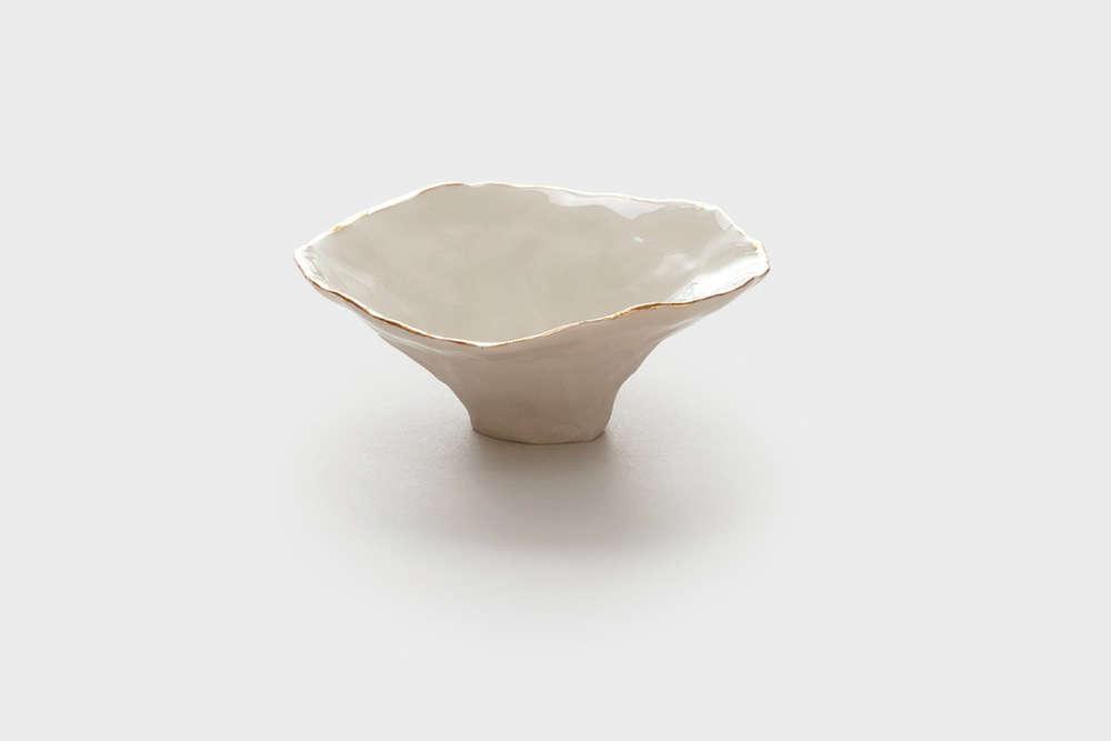 gold-rimmed-porcelain-bowls