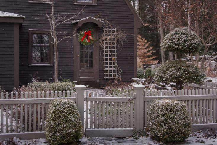 juniper-hill-winter-garden-picket-fence-joseph-valentine-7