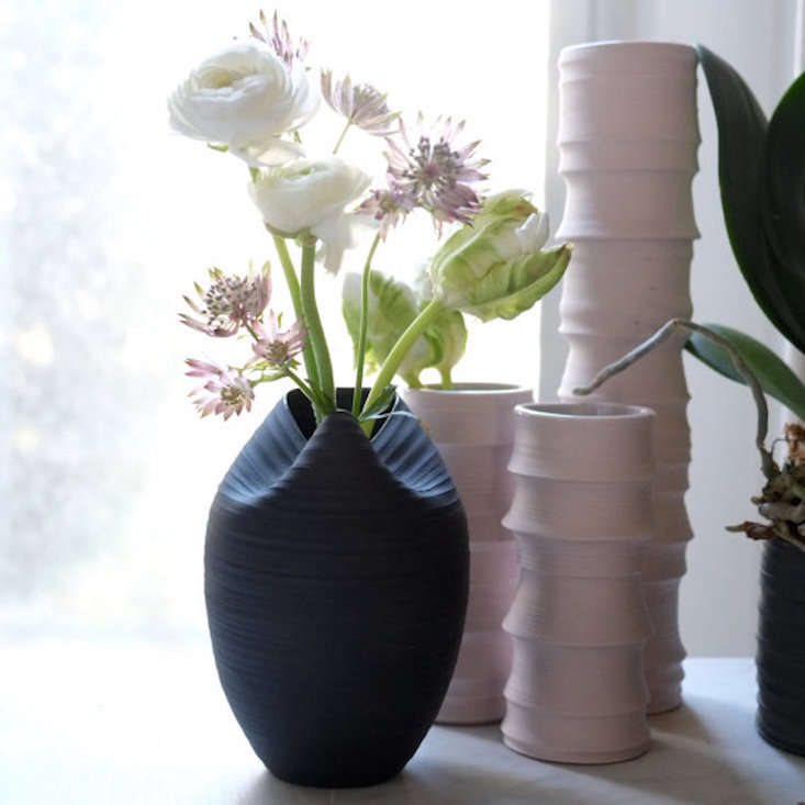 wrenlab-cocoon-vase-gardenista_current_obsessions