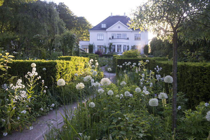 The center of Dalby&#8\2\17;s universe, his house and garden in Risskov, Denmark. Describing himself as &#8\2\20;a garden artist; a flower artist&#8\2\2\1; he is also a successful book publisher, television personality, and designer of covetable hand-blown glass vases for Holmegaard (distributed worldwide).