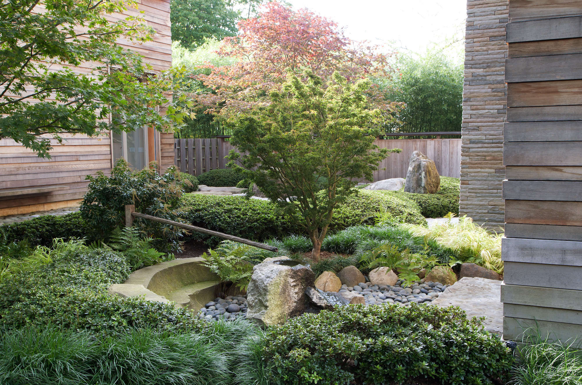 Keane used a different type of stone for one feature only—a flowing water basin at the center of the garden, &#8