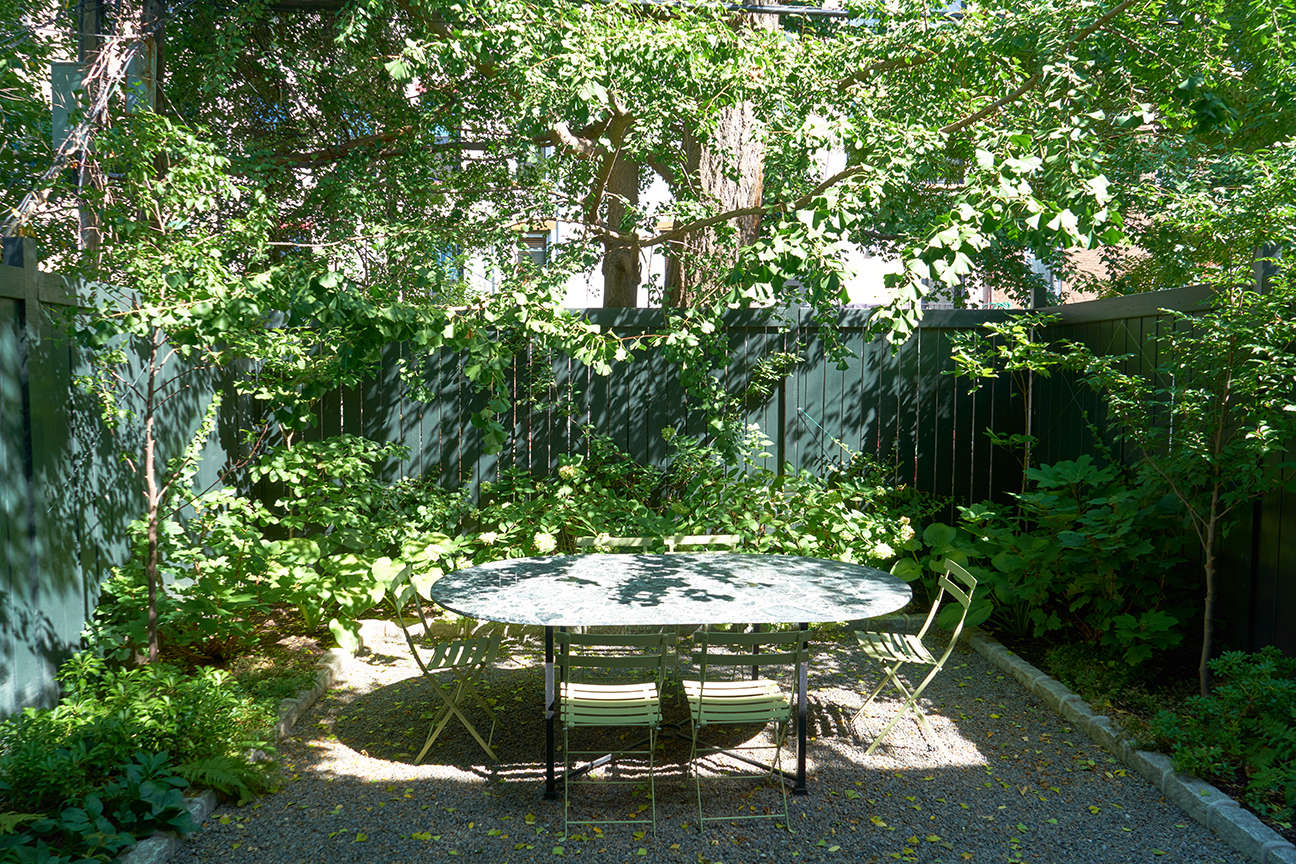 jen-catto-brooklyn-townhouse-backyard-garden-douglas-lyle-thompson