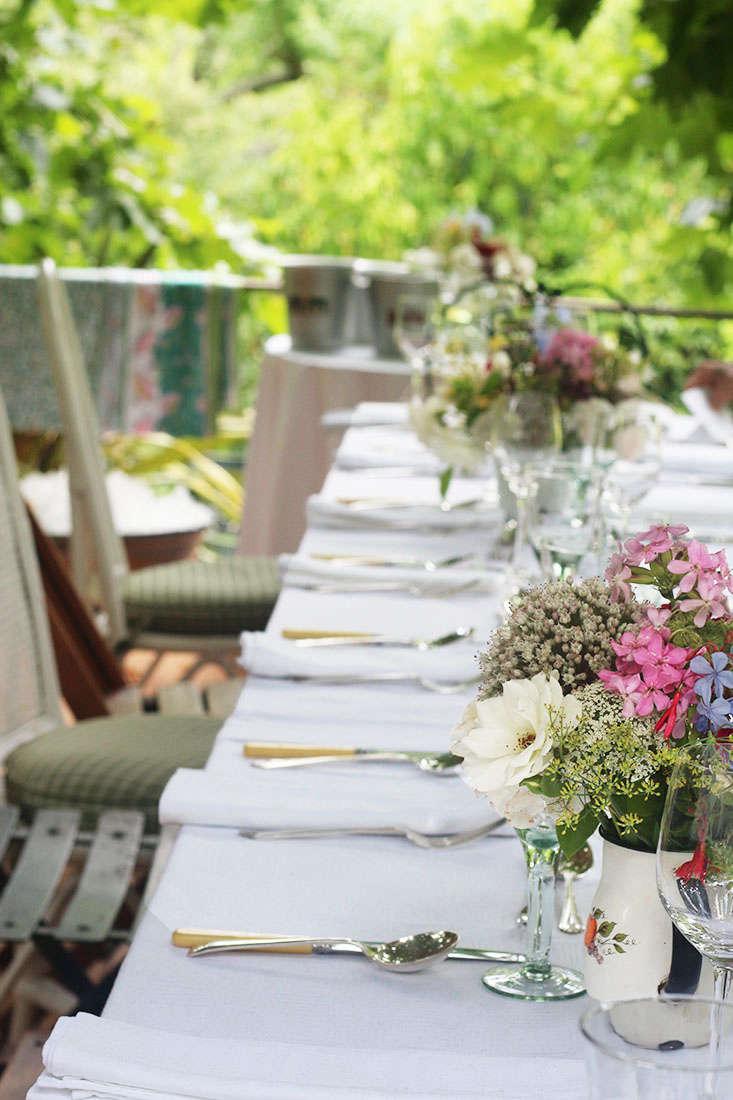 lunch-table-in-a-garden-marie-viljoen