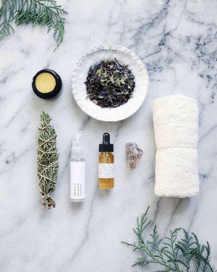winter-beauty-products-kit-marble-milkweed