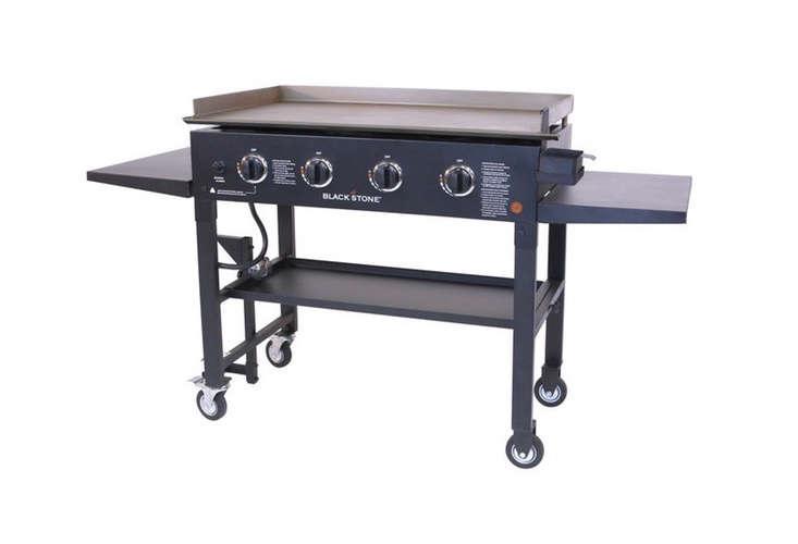 blackstone-griddle-gas-grill-wheels
