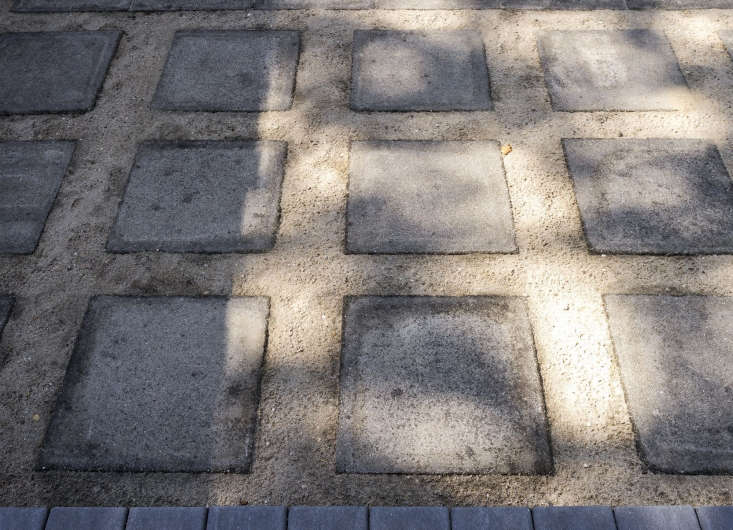 Concrete pavers are set in decomposed granite to create a permeable patio. Photograph by Matthew Williams for Gardenista.