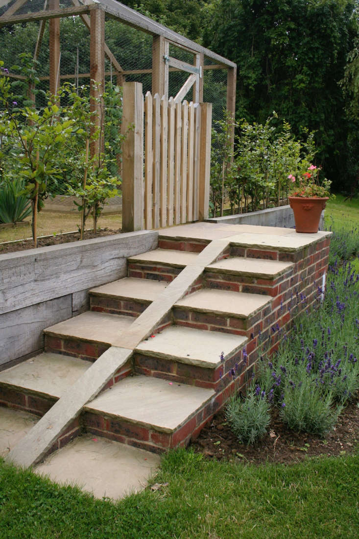 Rather than attempting to drag hefty loads up the steps, Guilfoyle came up with a clever solution; clever stairways with a central ramp for wheelbarrow wheels.