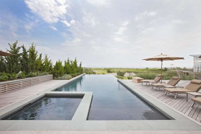 In a garden designed by Edmund Hollander, amodern-Gatsby infinity pool extends to the horizon and has an unobstrusive coping edge. For more, see Required Reading: The Private Oasis.