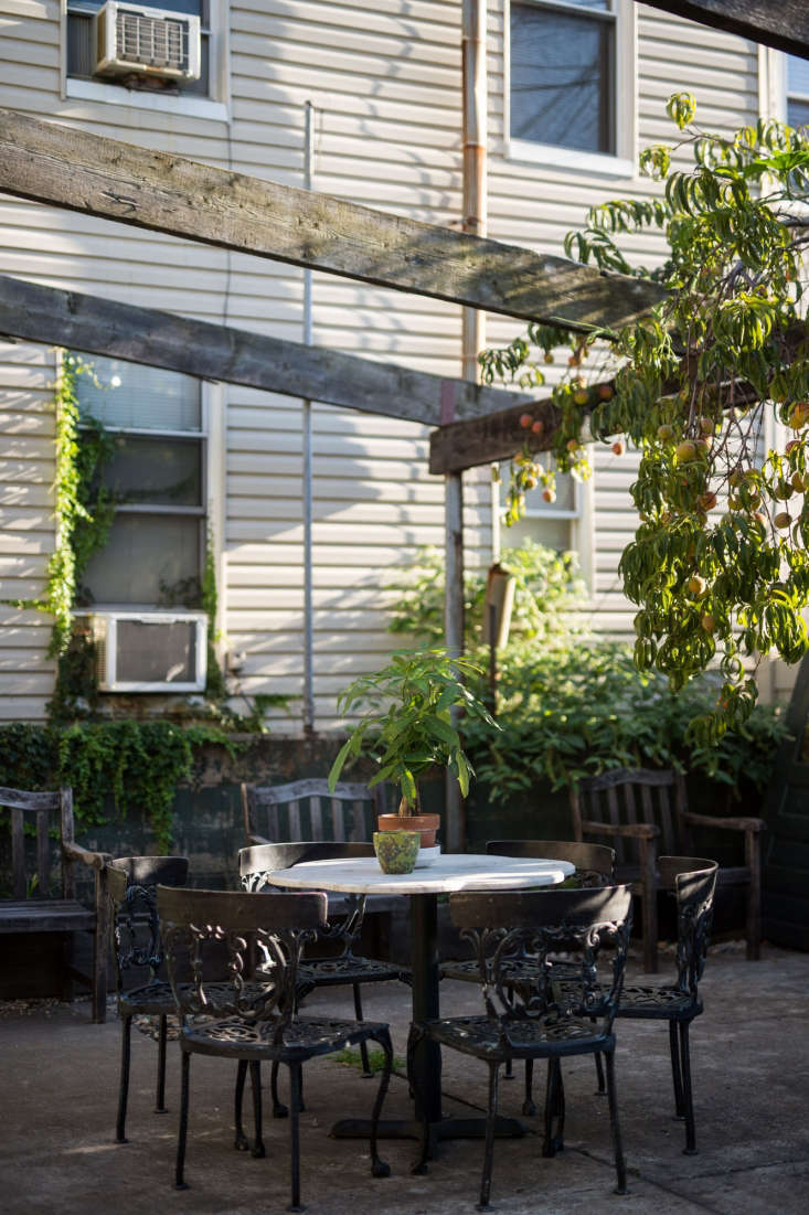The backyard seating area has produce trailing from the rafters.&#8\2\20;There&#8\2\17;s something very entrancing about sitting in a garden area, wherecolors andscents abound,&#8\2\2\1; Young says.